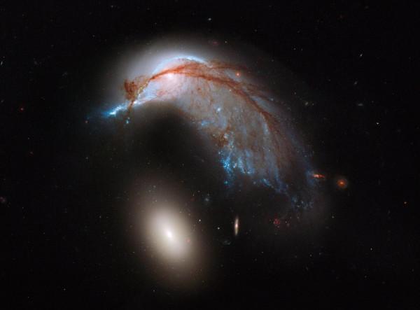 Hubble-arp142