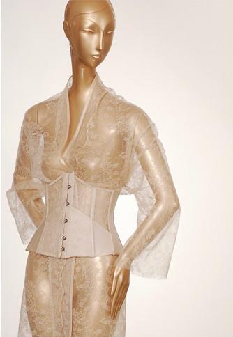 carine_gilson_corset_and_pegnoir