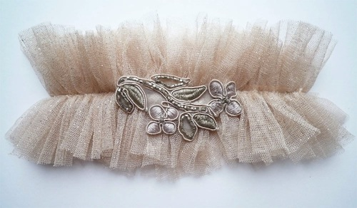 DIY-wedding-garter
