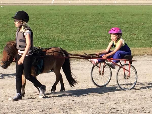 Thea og hest1
