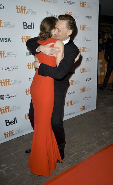 Tom-Hiddleston-gave-Mia-Wasikowska-big-hug