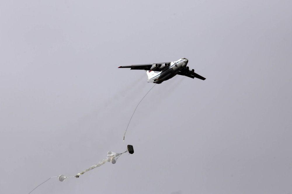 ruski-padobranci-slovensko-bratstvo-desant-foto-ministarstvo-odbrane-srbije-1478535835-1029739