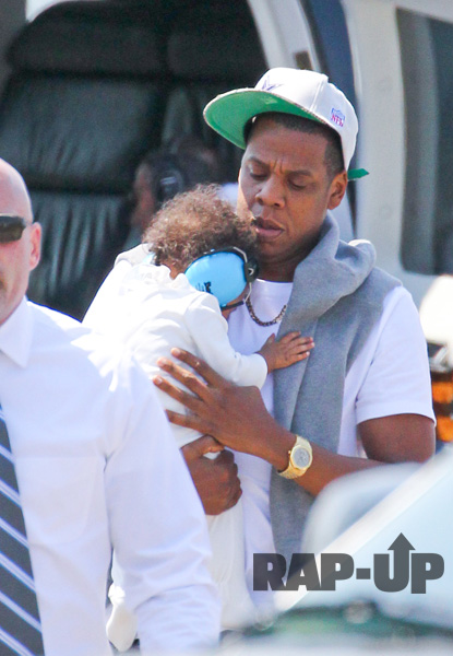 jay-z-blue-ivy-helicopter-4