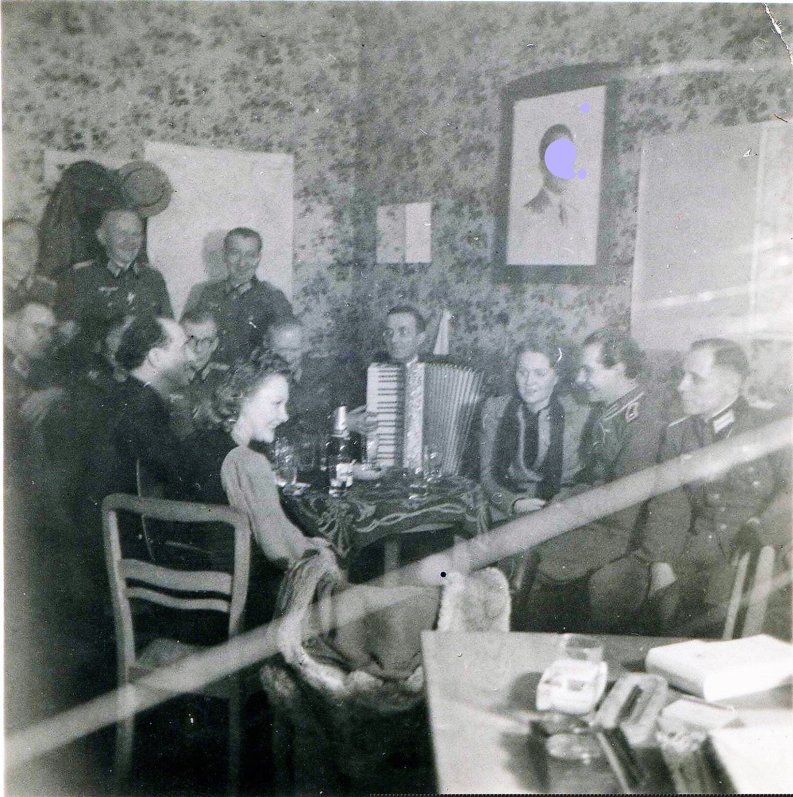 6 лютага 1944 цёлкі п'юць з нямецкімі афіцэрамі