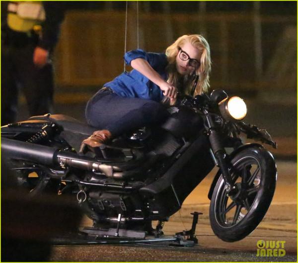 margot-robbie мотоцикл