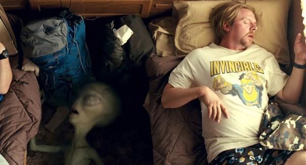 film-paul-2011-graeme_willy-simon_pegg-tshirts-invincible_tshirt