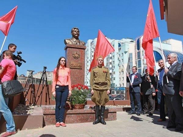 Памятник Виссарионычу