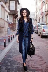 Viktoriya-sener-fashion-blogger-sheinside-fur-vest-blue-tartan-shirt-black-brogues-istanbul-street-style