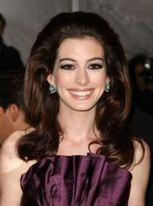 anne-hathaway-at-the-model-as-muse-embodying-fashion-costume-institute-gala