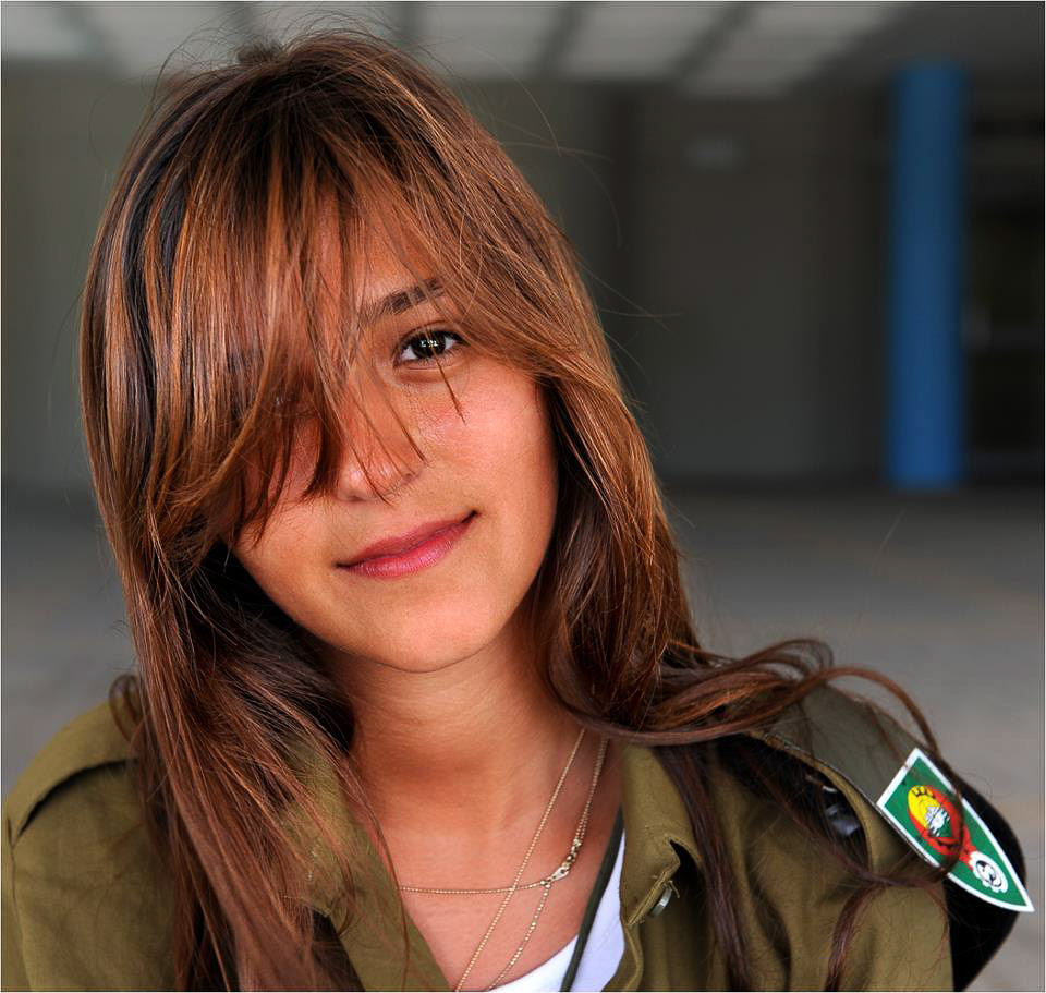 「israel female soldier」の画像検索結果