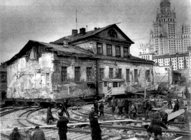 Peredvizhenie-domov-v-Moskve-7-650x477