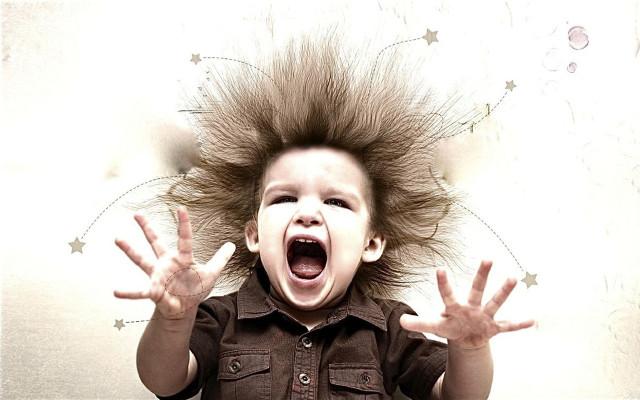 Волосы на голове шевелятся от чего