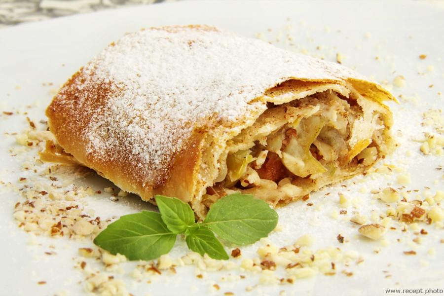 Штрудель с яблоками и орехами пошаговый рецепт