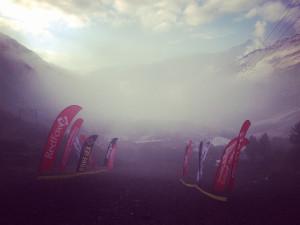 стартовые ворота в тумане