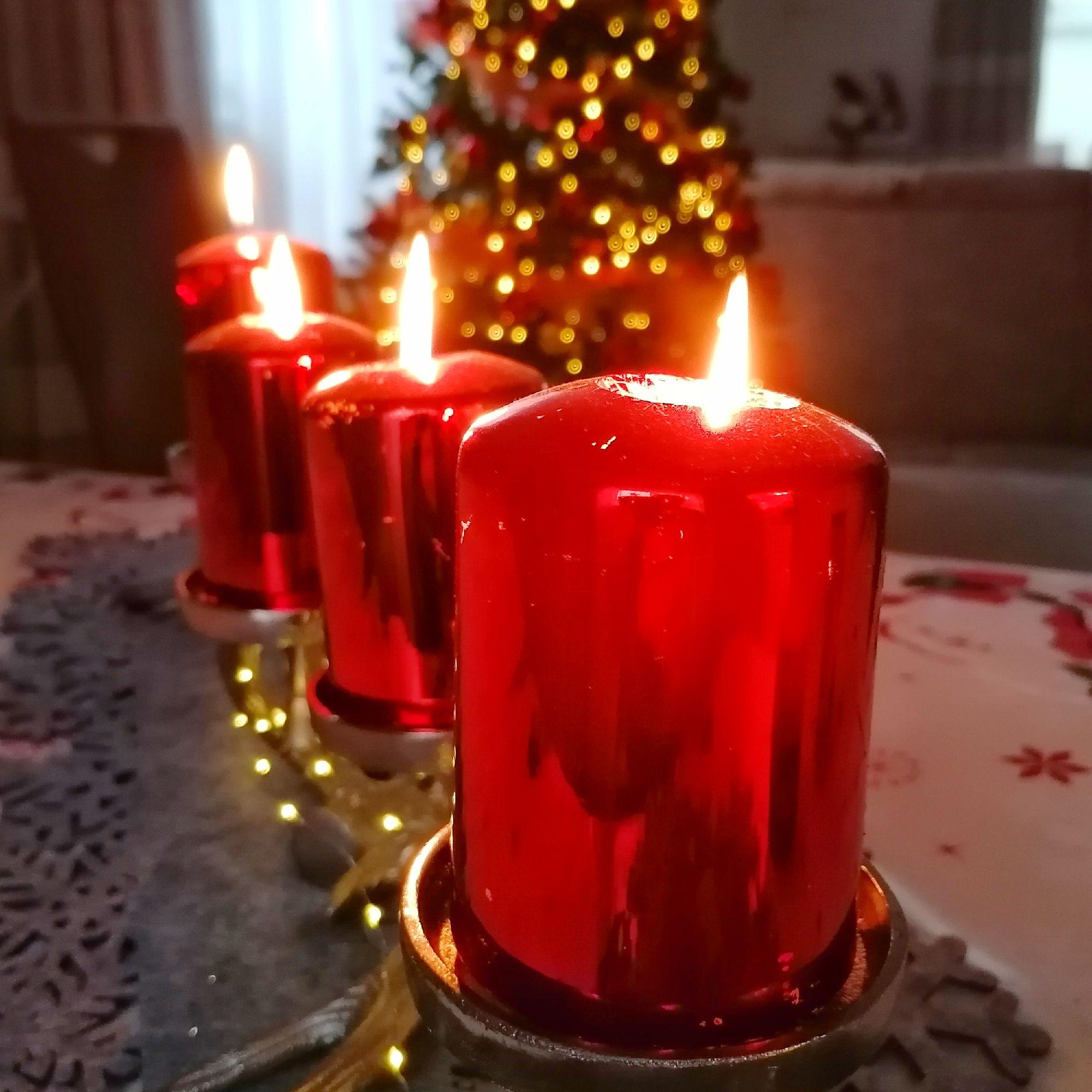 Вот и загорелась последняя, четвёртая свеча, а это значит что четыре недели ожидания Рождества позади и остался лишь один шаг до праздника.