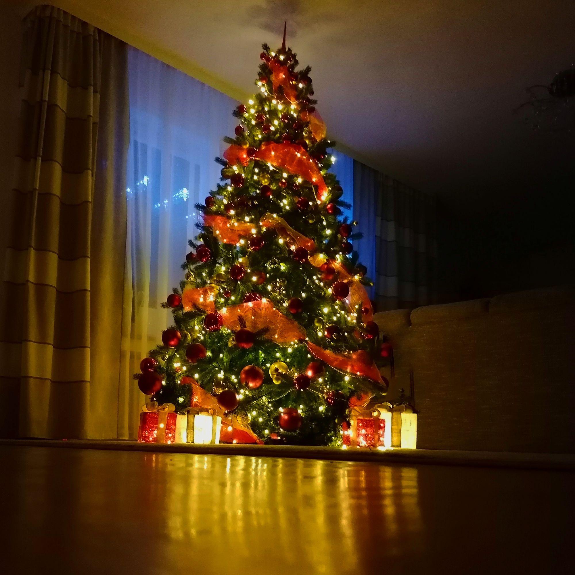 Будьте здоровы и счастливы... Желаю всех благ всем вашим близким.Счастливого Рождества