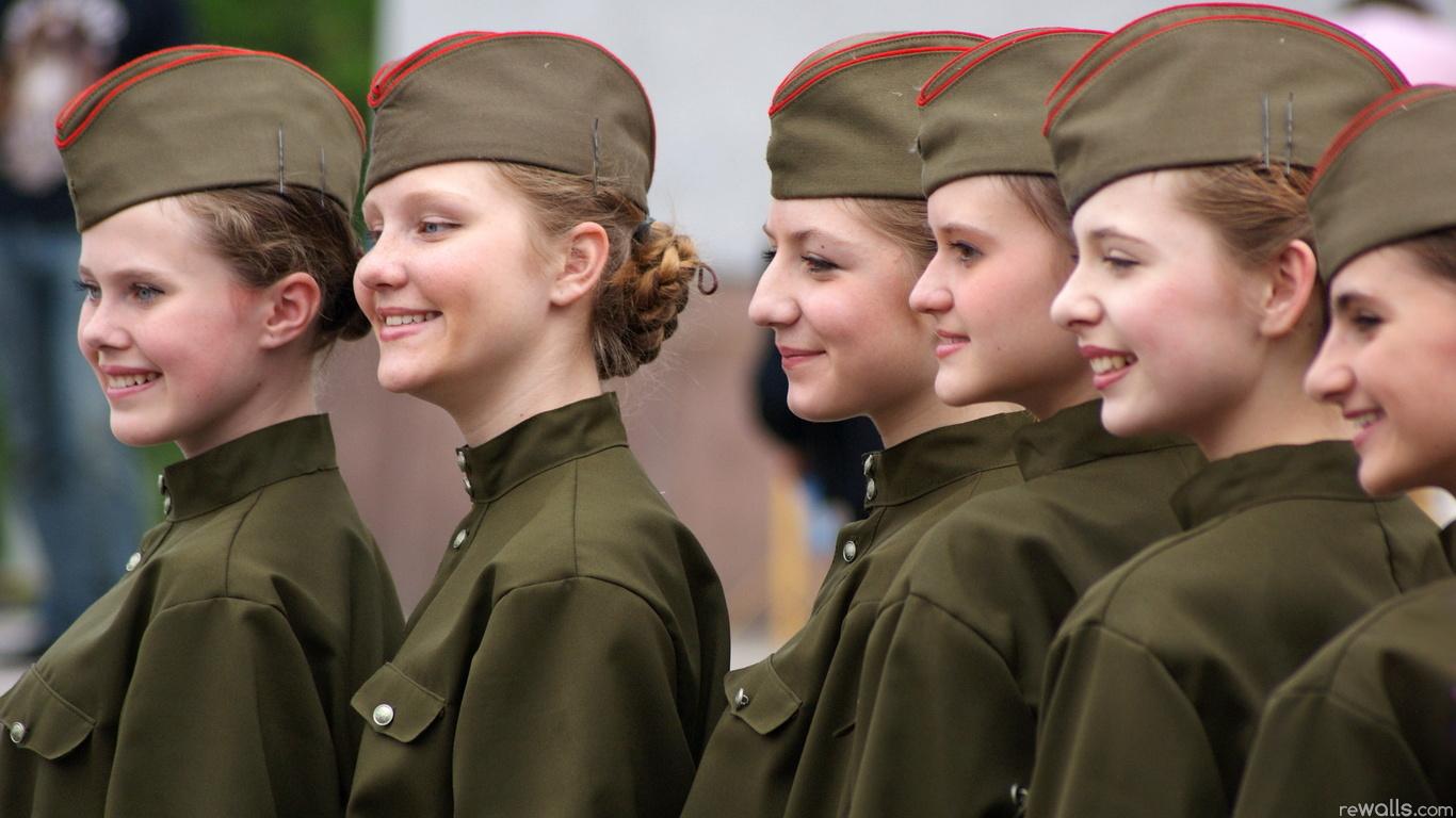Русская девушка в военной форме 16 фотография
