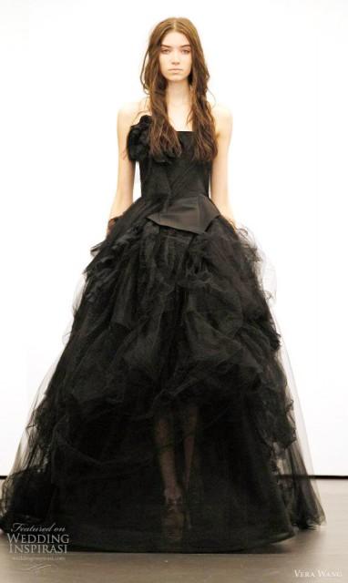 Коллекция платьев Vera Wong