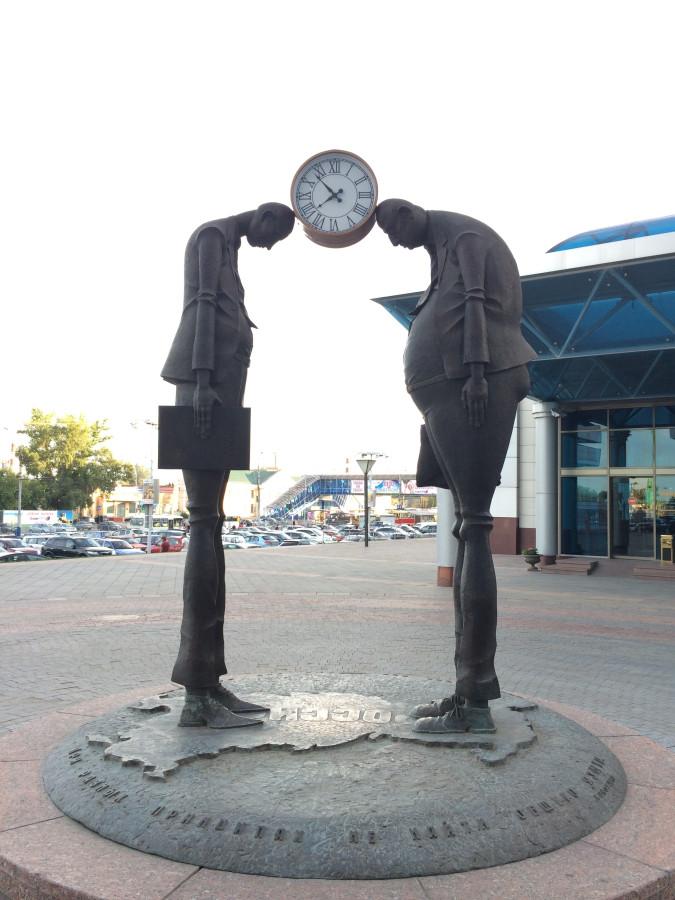 032 Памятник чиновнику и предпринимателю