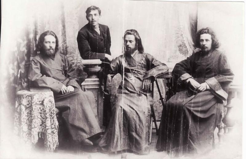 1907-1909 гг. священники братья Дунаевы (нижний ряд) Константин, Алексей, Николай  Викторовичи, стоит младший брат Владимир Викторовия Дунаев