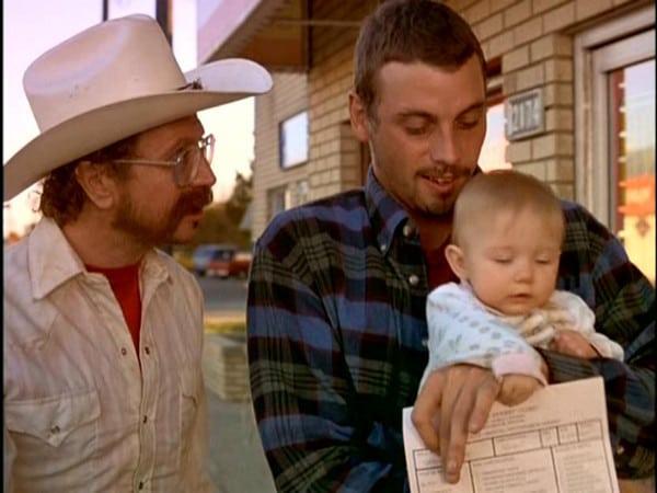 """Кадр из фильма Младенец на прогулке 2 с Гэри Олдманом, на самом деле фильм не сиквел и называется """"Ничейный ребенок""""."""