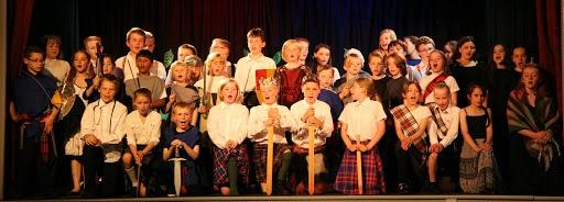 Все новые и новые поколения детей начинают свое знакомство с театром с Макбета.