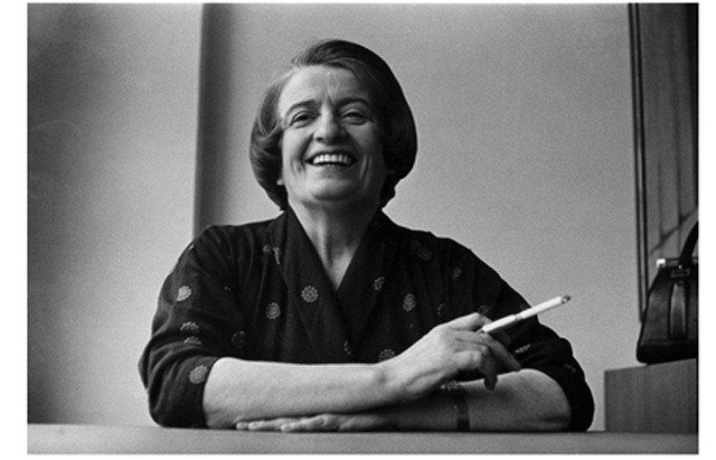 Окончив школу в Евпатории, Айн Рэнд вернулась в Санкт-Петербург, где получила высшее образование, а потом уехала в США, где стала писательницей с мировым именем.