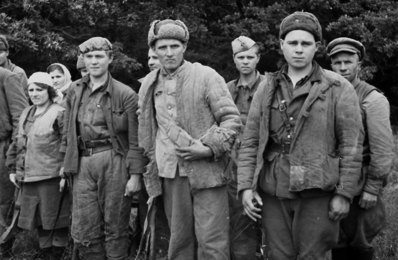 Симферопольские партизаны, которым помогал Сокол и которые тайно воевали в горах и лесах вокруг города. Фото Ивана Запорожского.