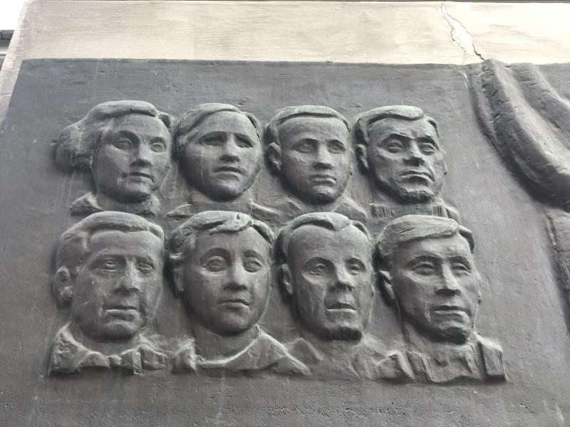 Группа Сокол на стене симферопольского театра.