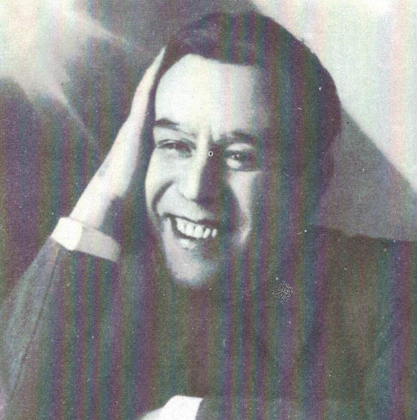 Анатолий Добкевич - муж Александры Перегонец и ведущий актер симферопольского театра им. Горького. Замучен и расстрелян в подвале гестапо в 1942 году за отказ сотрудничать с немцами.