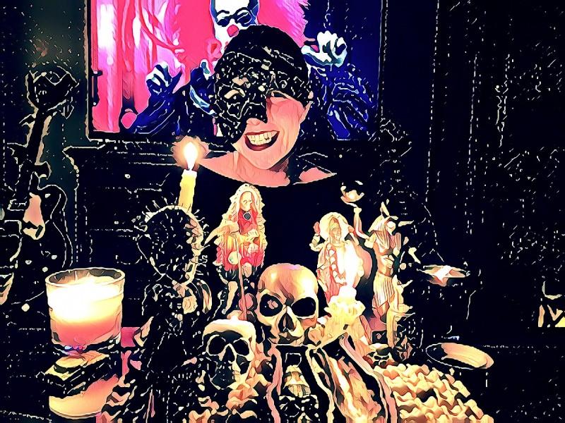 Мария Подковырова - автор статьи, режиссер и преподаватель актерского мастерства для детей и подростков, отмечает Хэллоуин.