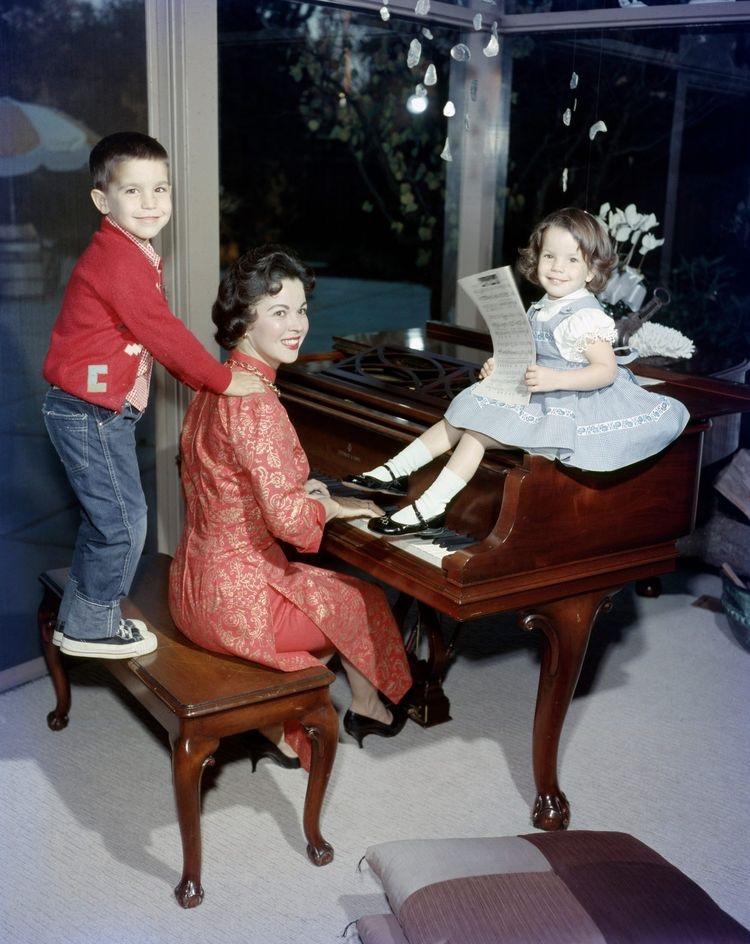 Ширли Темпл со своими детьми.