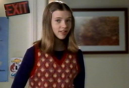 Скарлетт Йоханссон в Один Дома 3. Да! Есть 3 часть и там снималась Скарлетт в детстве.