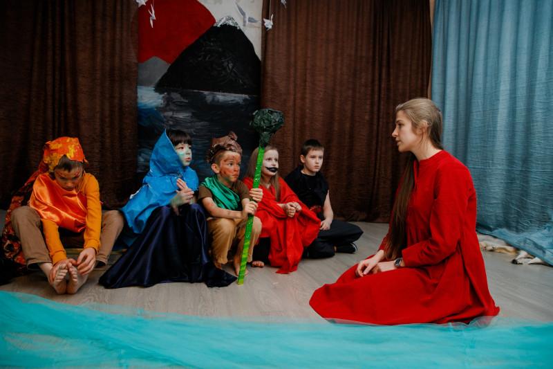 Мария Подковырова - режиссер и преподаватель актерского мастерства для детей и подростков. Решаем с племенем айнов, духами природы и одним самураем какой формат лучше.