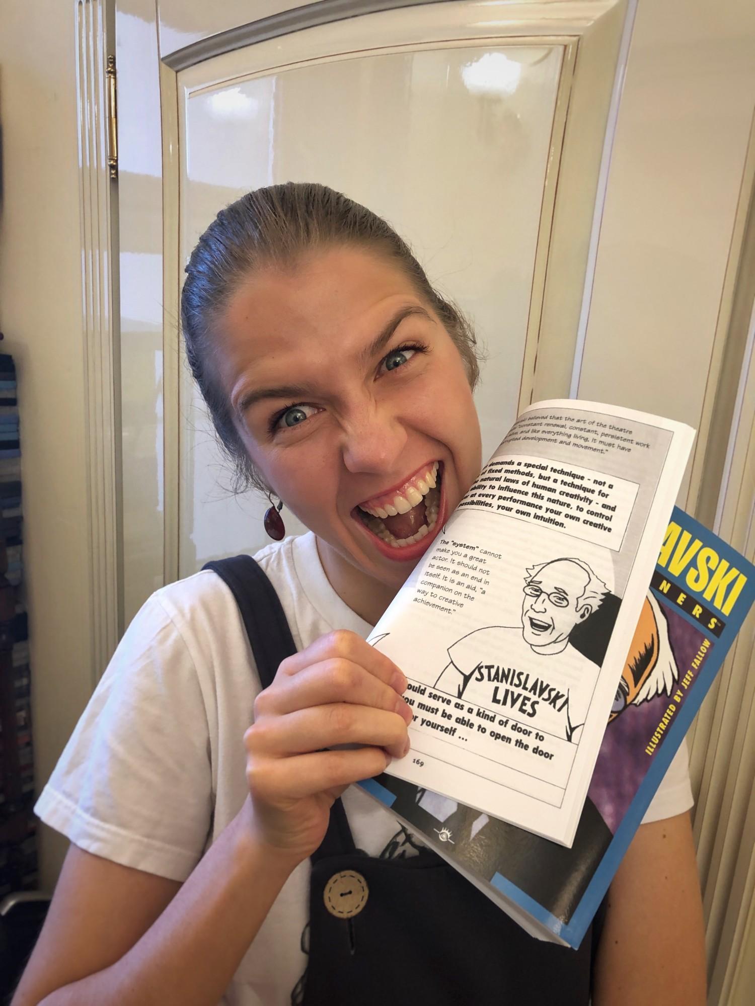 В Америке даже есть комикс про жизнь и учение Станиславского. Он забавный, но я не рекомендую с него начинать обучение ребенка. Он скорее пойдет как подарок или приятное чтение на досуге.