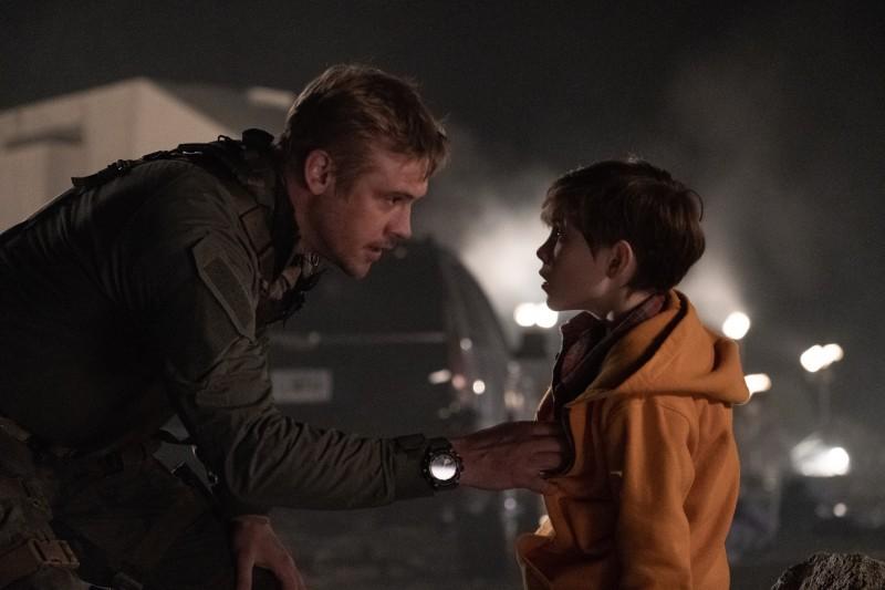 Рори со своим кино-отцом. Перед съемками актер-ребенок вместе с режиссером фильма полностью разобрались в отношениях между героями.