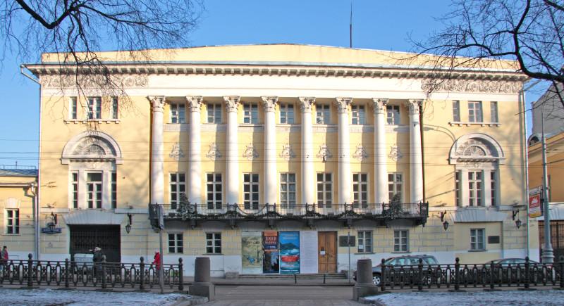 Музей Востока находится в самом центре Москвы на Никитском бульваре. Там масса всего интересного.