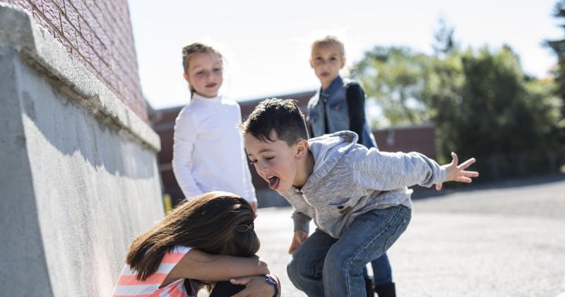 По статистике, большая часть взрослых жалеют о том, что травили своих сверстников в детстве или не вступались за жертву. И если бы у них был шанс, они бы изменили свое поведение.