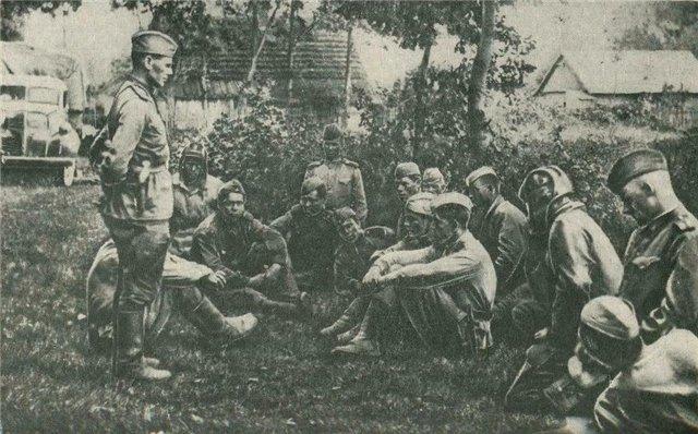 Командир беседует с бойцами