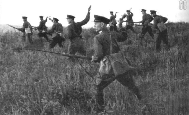 Пограничники из состава резервной заставы С.Я. Христолюбова тренируются в метании гранат. Район озера Хасан. Июль 1938 года