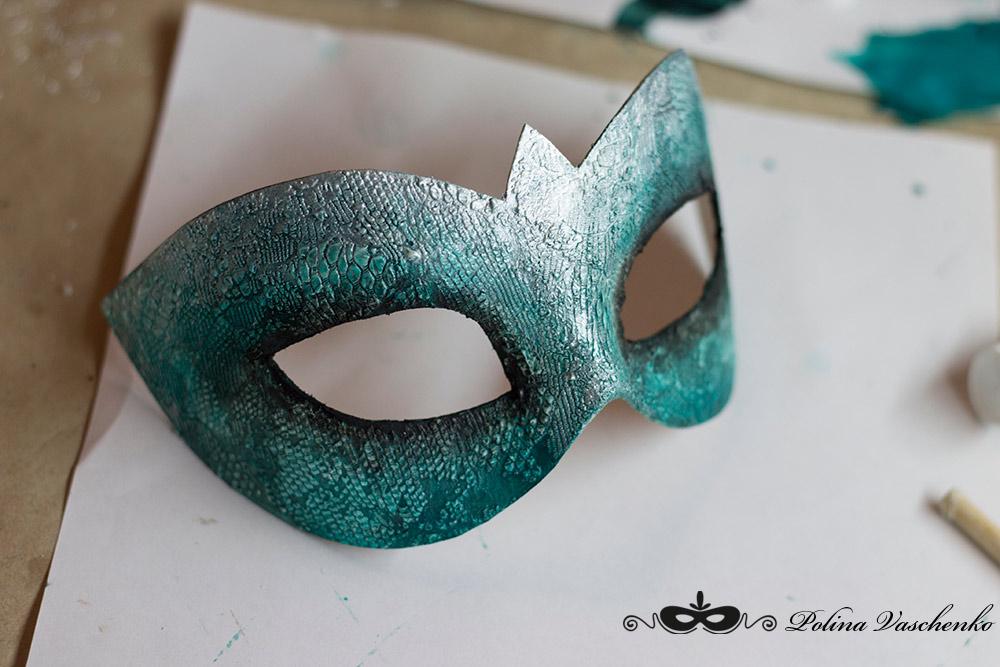 Как украсить маску из картона своими руками