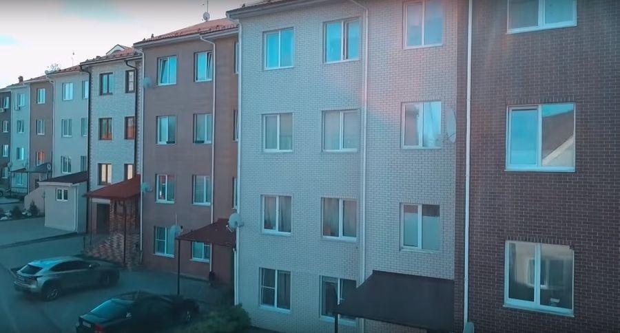 Как провинциалки зарабатывают на квартиру в Москве