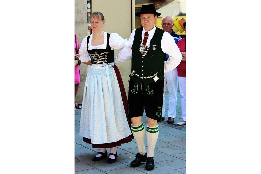 Баварские костюмы. Что случилось с грудью немецких девушек?