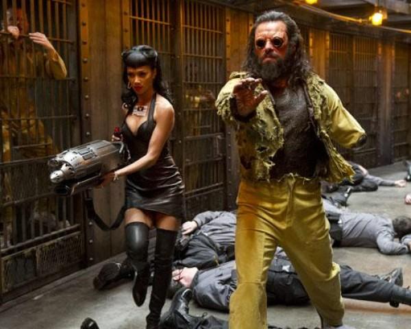 Jemaine-Clement-and-Nicole-Scherzinger-in-Men-in-Black-3-2012-Movie-Image-2-e1333726275123