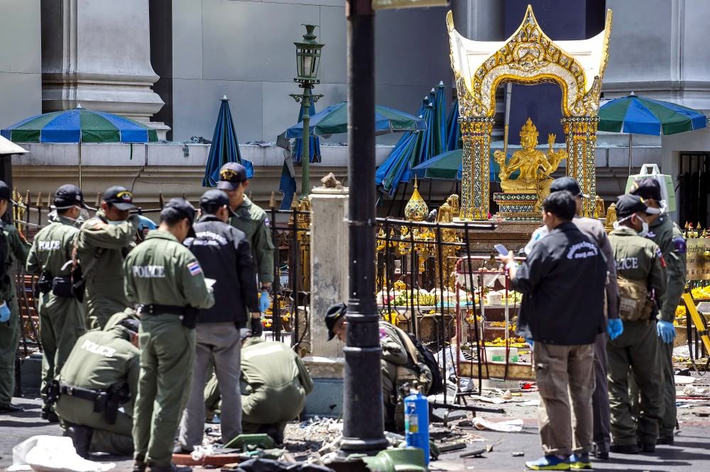 WEB_PHOTO_BANGKOKBLAST_ERAWAN_SHRINE_CLEANUP_18_08_2015