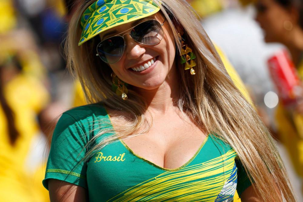 torcedora_espera_selecao_brasileira_entrar_em_campo_reuters-kai_pfaffenbach
