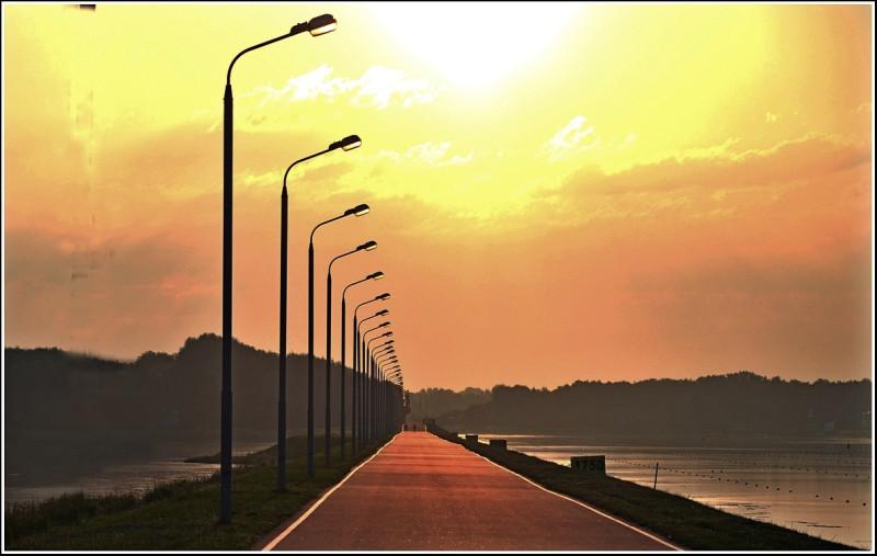 еще на малое время свет есть с вами; ходите, пока есть свет…Ин. 12:34