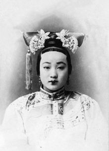 425px-The_Portrait_of_the_Qing_Dynasty_Cixi_Imperial_Dowager_Empress_of_China_in_the_1900s.PNG