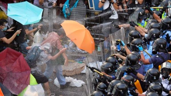 140928110447-hong-kong-umbrellas-police-horizontal-gallery