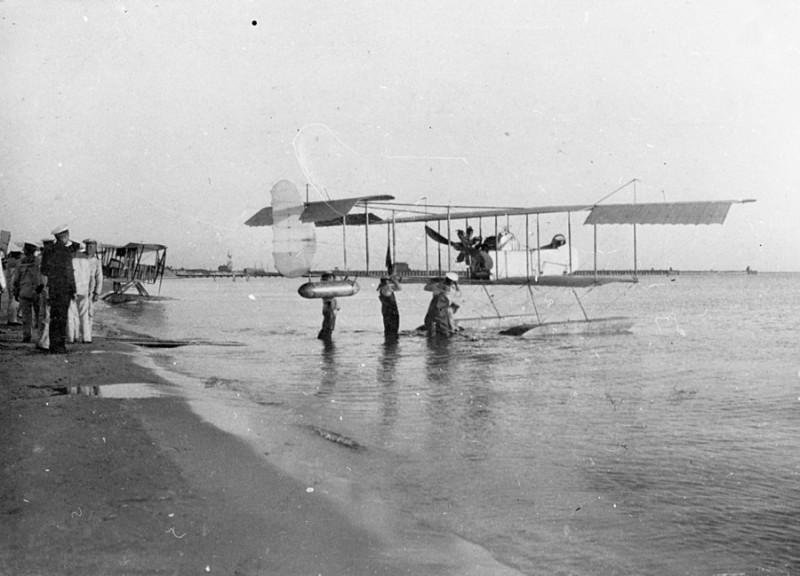 1913 г. Либава, Аванпорт. Гидросамолет Farman